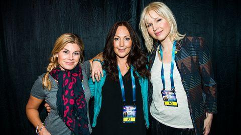 Bild på Pernilla Wahlgren, Hanna Hedlund och Jenny Silver i Swedish House Wives.
