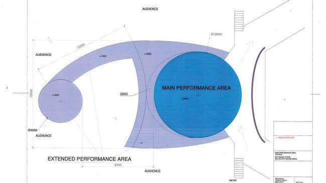 Scenen är uppdelad i Main performance area, catwalk och B-stage (den runda scendelen som avslutar catwalken).