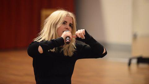 """Låten som Amanda Fondell sjunger heter """"Dumb"""" och har seglat upp som journalisternas stora favorit denna vecka."""