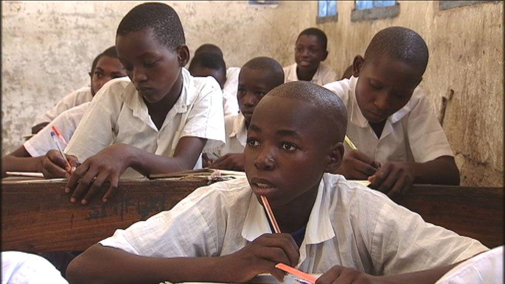 Om barnen inte går till skolan blir det inga bidrag till föräldrarna.
