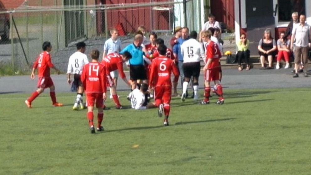 Fotbollsmatch urartade i misshandel