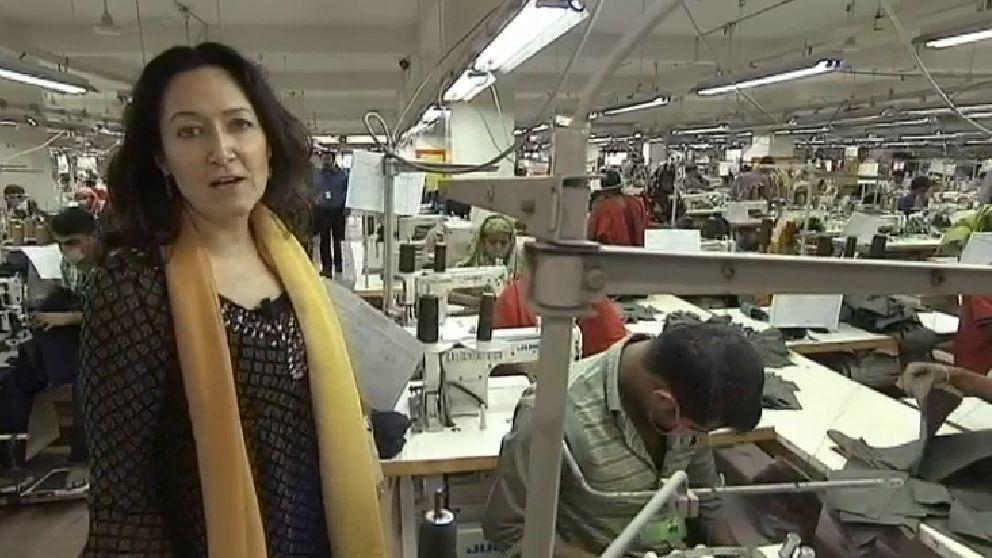 SVT:s Lena Scherman, besökte en textilfabrik i Bangladesh.
