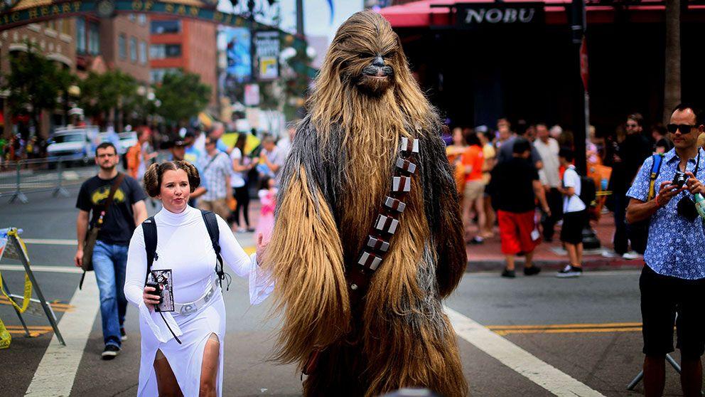 """""""Leia"""" och """"Chewbacca"""" på San Diegos gator."""