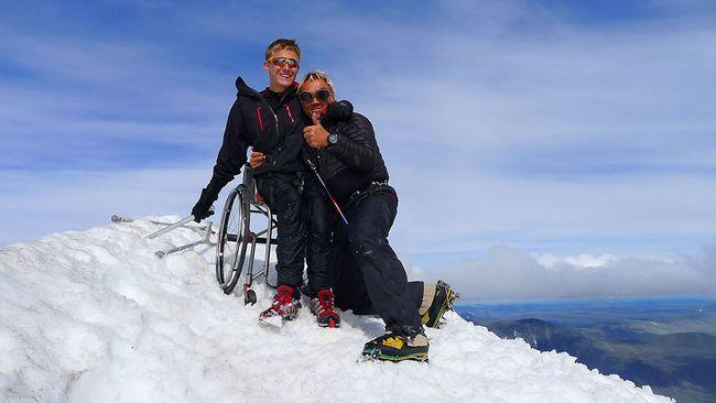 Han nådde toppen av Kebnekaise i rullstol | SVT Nyheter