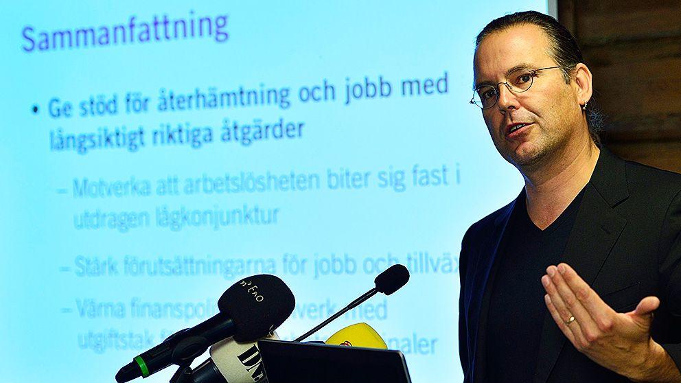 Finansminister Anders Borg håller presskonferens på Harpsund.