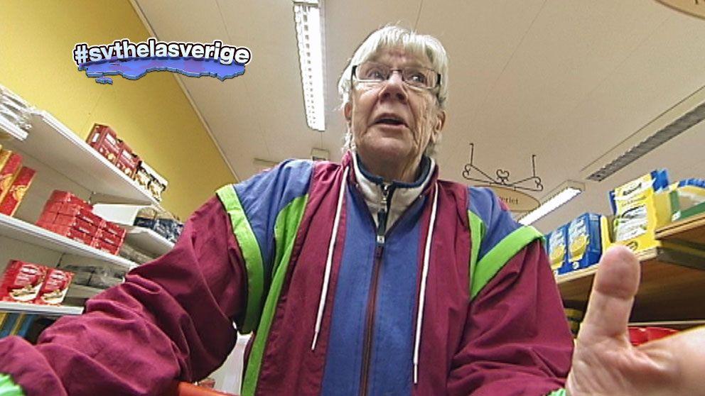 Karin Sjöberg med kundvagn.