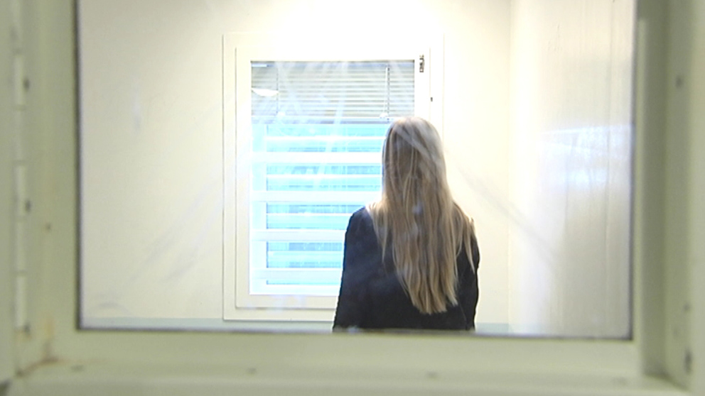 Kvinna tvingades vara naken i arresten