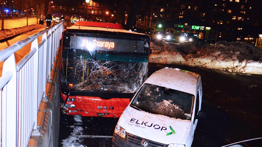 Kordes over av skenande buss