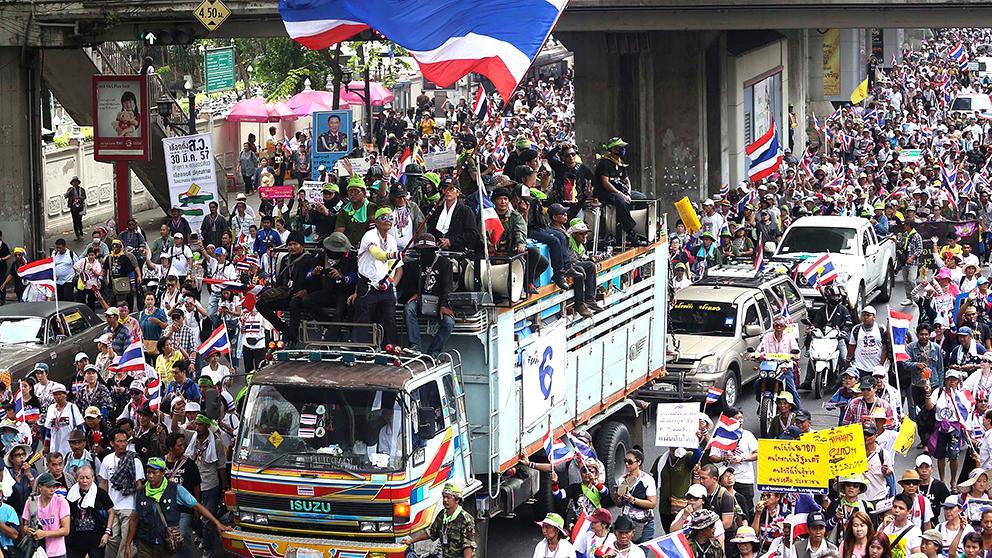 Demonstranter pa bangkoks gator
