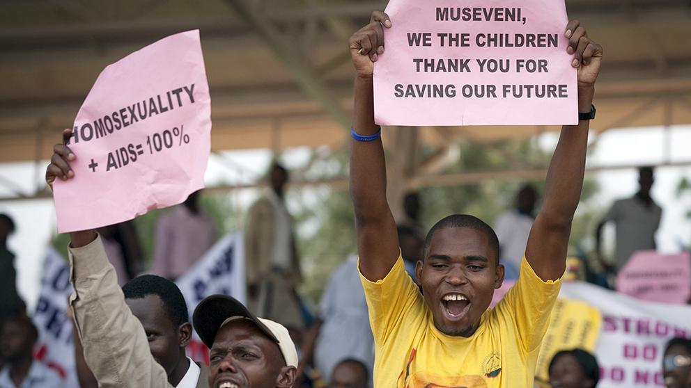 Uganda lagger locket pa for kritiker