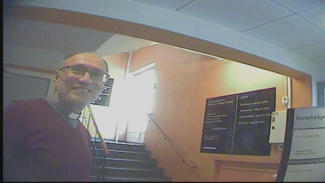 """Bertil Murray är en av de högsta ledarna inom """"Frimodig kyrka"""". Han filmades med dold kamera under samtal med Uppdrag gransknings reporter."""