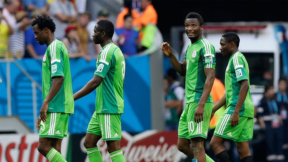Nigerias forbundskapten sparkas