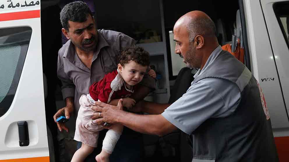 Israel utokar attackerna mot gaza