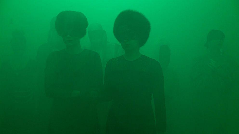 "Bakom projektet står scenkonstduon ""Sisters Hope"" bestående av Gry Worre Hallberg och Anna Lawaetz."