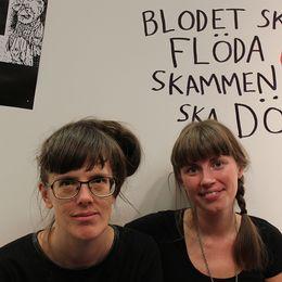 """Sara Olausson och Frida Ulvegren, redaktörer för boken """"Kvinnor ritar bara serier om mens""""."""