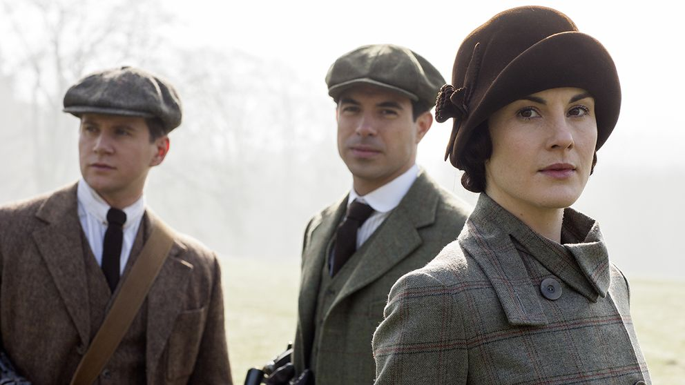 Tom Branson (Allen Leech), Lord Gillingham (Tom Cullen) och Lady Mary Crawley (Michelle Dockery).
