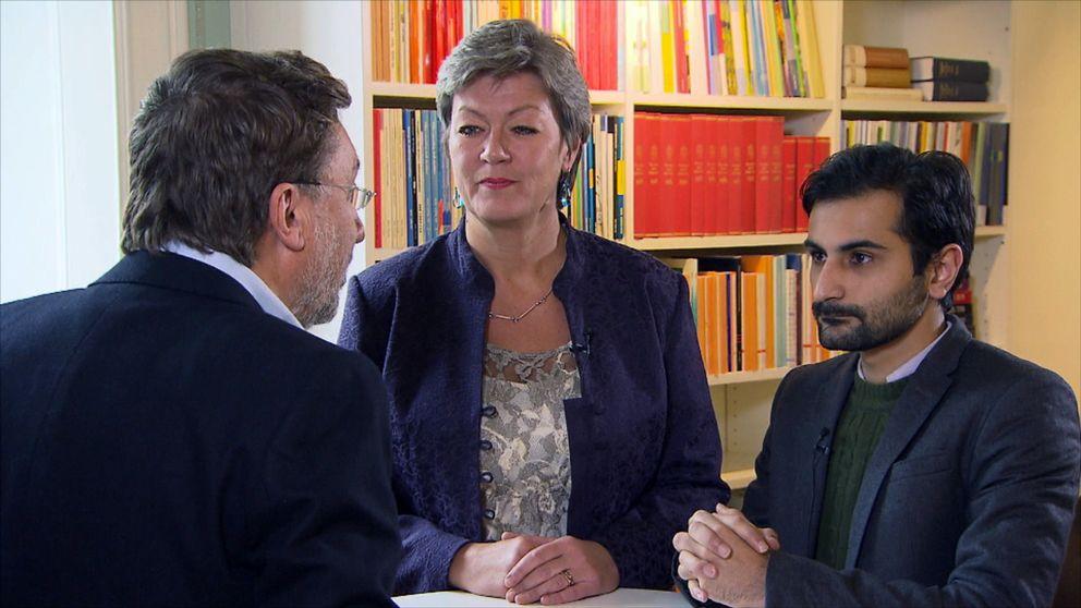 Arbetsmarknadsminister Ylva Johansson och Hanif Bali, ledamot av Riksdagens arbetsmarknadsutskott intervjuas av Uppdrag gransknings Janne Josefsson.