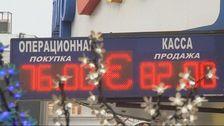 Rubeln faller till ny bottenniva