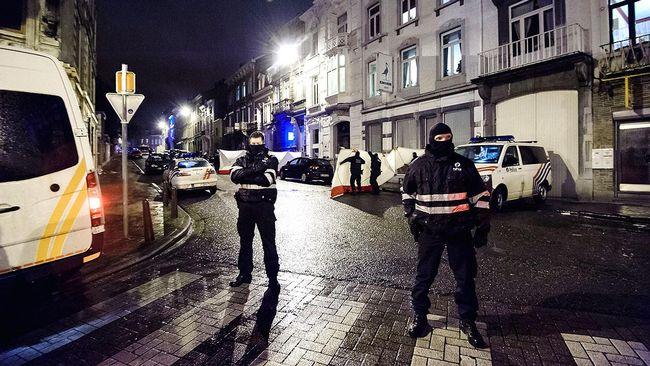 Poliser efter tillslaget i Verviers i Belgien då två misstänkta terrorister dödades.