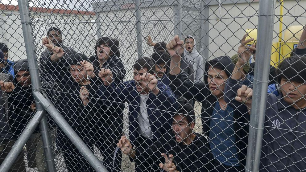 Migranter i ett läger norr om Athen