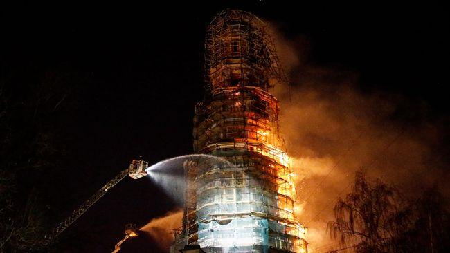 Historisk byggnad i moskva brann