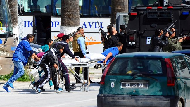 Turister dodade i attack mot tunisiens parlament