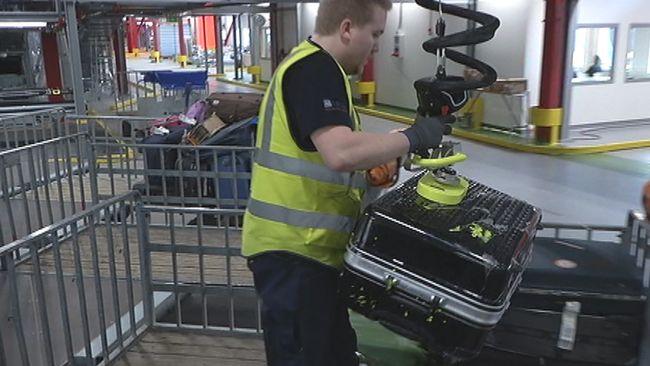 Kasta Väskor På Arlanda : Nu blir det b?ttre koll p? v?skan arlanda svt nyheter