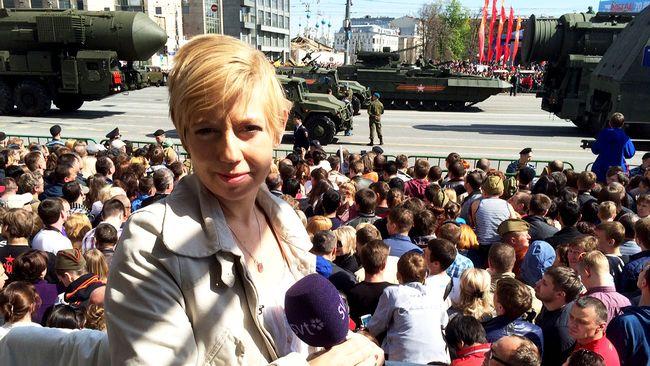 SVT Nyheters Elin Jönsson på plats under paraden i Moskva.