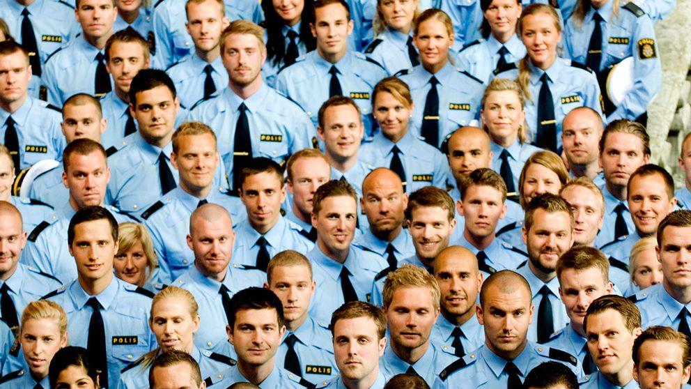 Polisstudenter vid en examensceremoni 2009. Peronerna på bilden har ingenting med uttalandena i texten att göra.