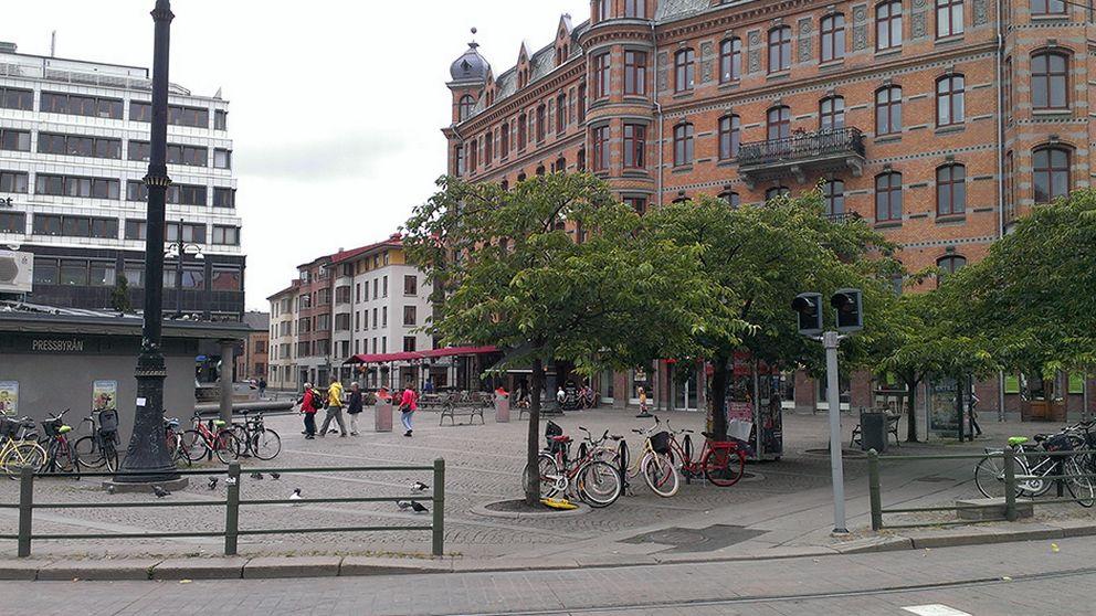 dominerande kvinna knädans nära Göteborg