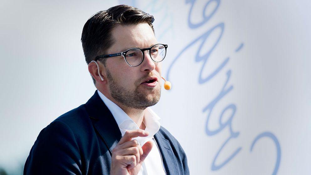 I ett personligt brev som skickats ut i dag vänder sig SD-ledaren Jimmie Åkesson direkt till de ledande moderata kommunpolitikerna i landet.