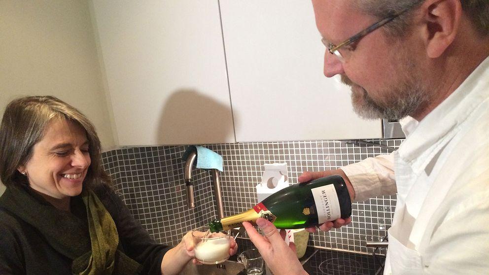 """Champagnen åker fram på svenska förlaget Ersatz. """"Vi vågade knappt köpa en flaska i förväg, men till slut tog vi mod till oss"""", säger förläggaren Ola Wallin."""