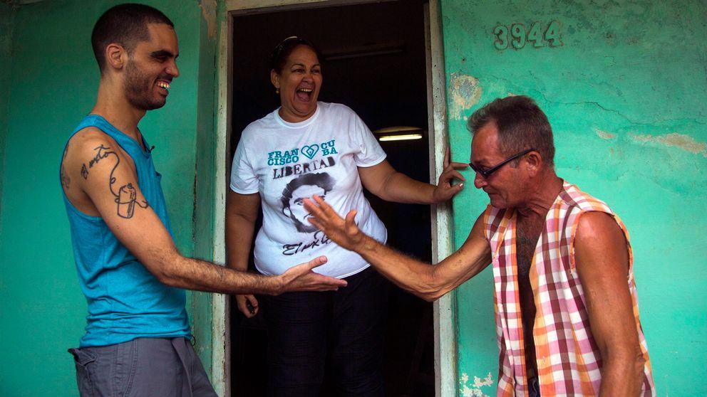 Konstnären greps i en allmän park i centrala Havanna i slutet av december förra året.