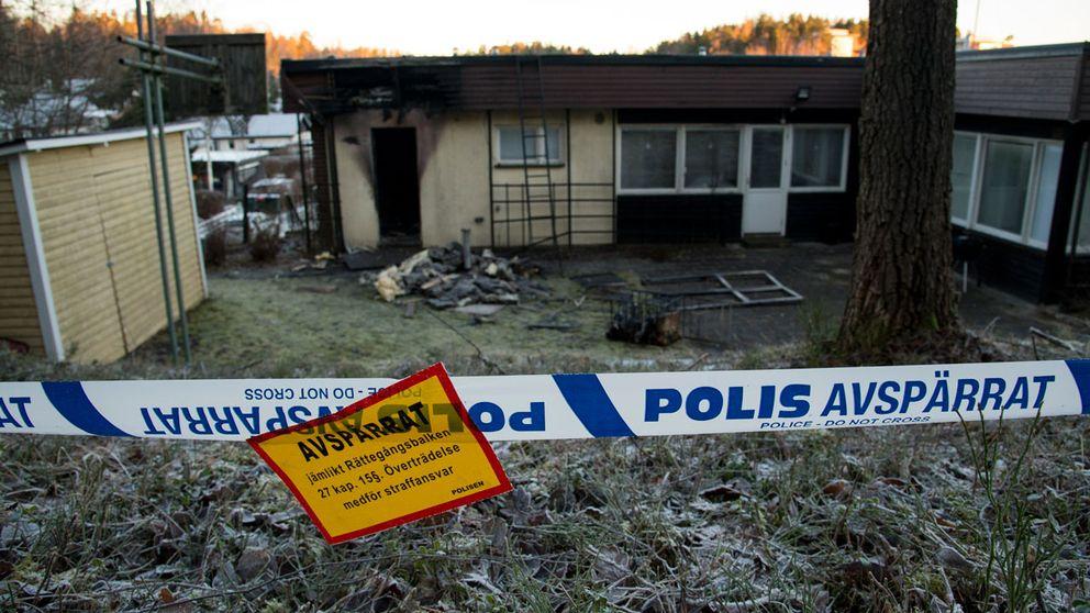 Ett blivande asylboende i Södertälje förstördes i en brand.