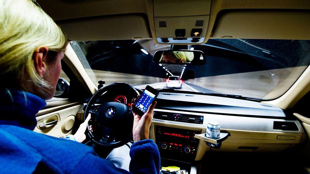 Bildresultat för prata mobil i bil