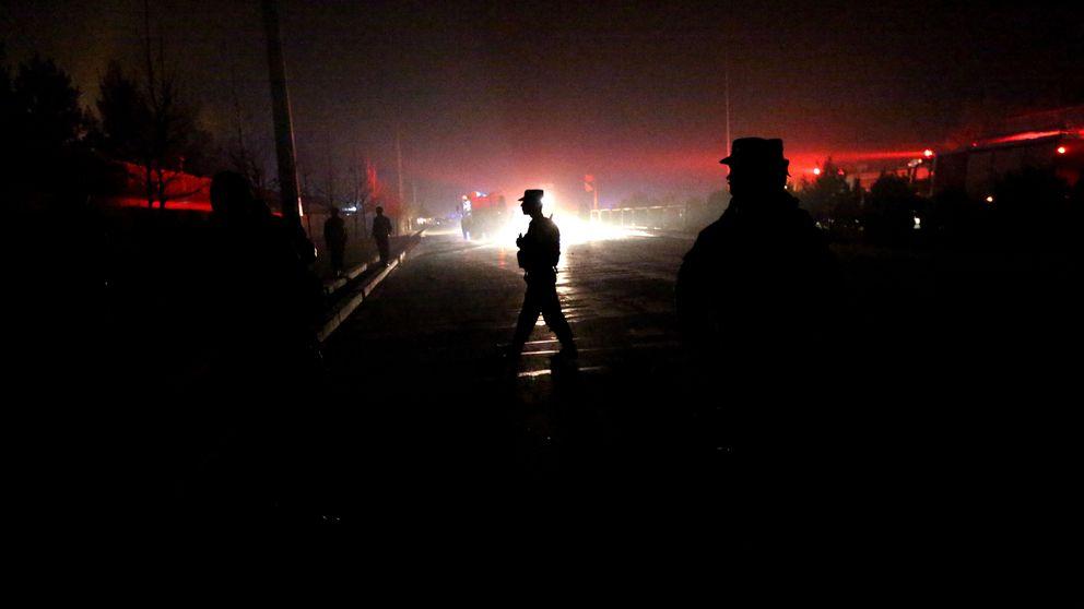 Afghansk säkerhetstjänst undersöker området där självmordsbomben exploderade under onsdagskvällen.