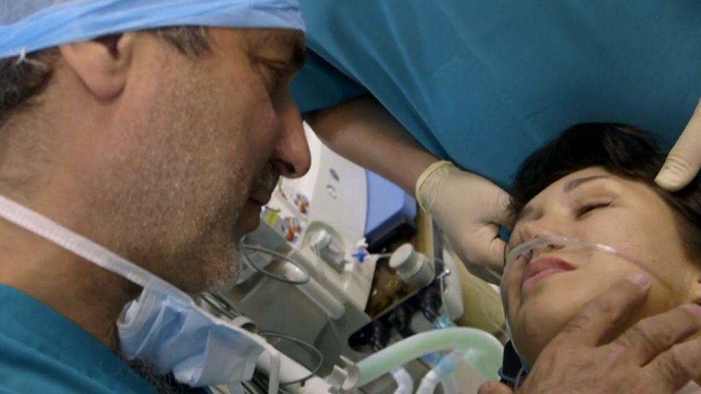 Paolo Machiarini med sin ryska patient Julia.