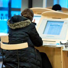 unga jobbsökande vid datorer