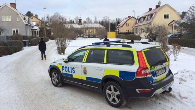 Avspärrningarna framför British international school of Stockholm.
