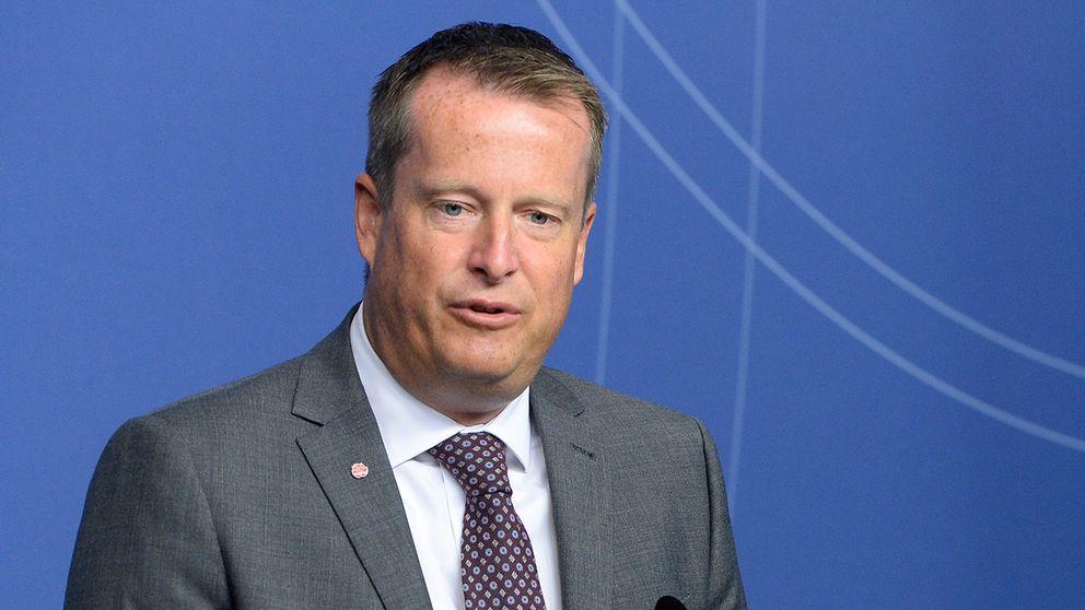 Inrikesminister Anders Ygeman har gett Migrationsverket och polisen i uppdrag att förbereda utvisningen av runt 80.000 asylsökande som kom till Sverige i fjol, uppger tidningen Dagens Industri.