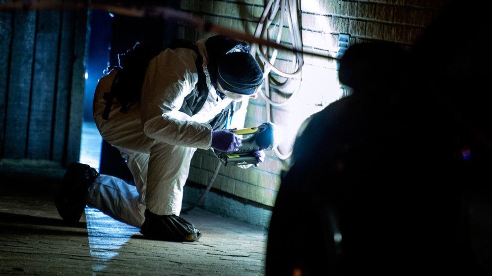 Tekniker undersöker brottsplats