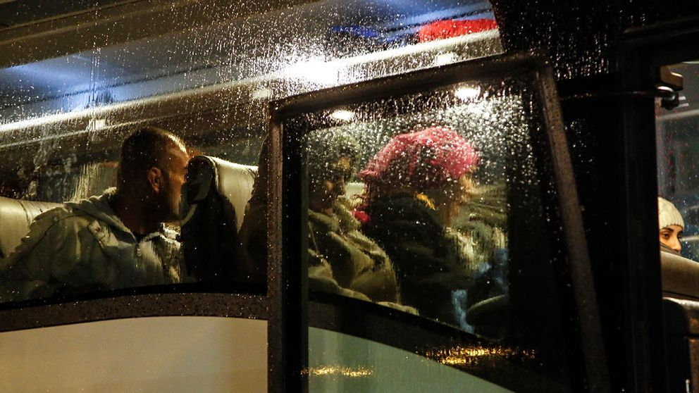 Flyktingar på buss.