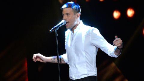 Robin Bengtsson framför Constellation prize i Melodifestivalen 2016.