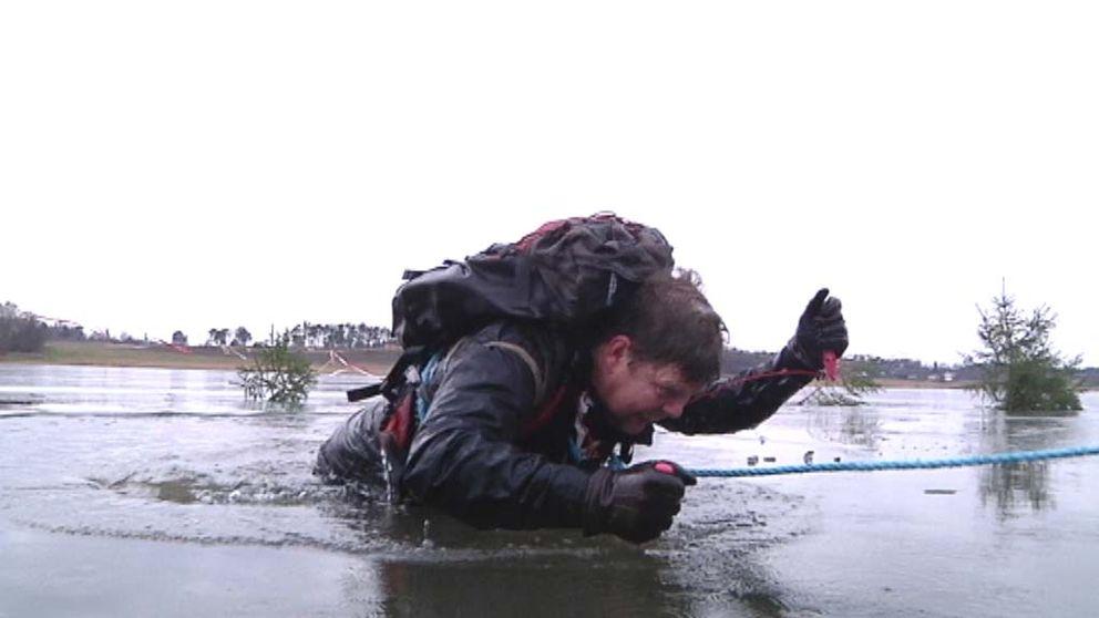 Isdubbar är ett måste för att ta sig upp ur en isvak.