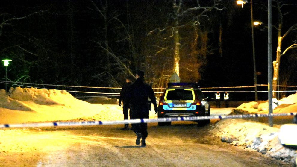 Polisen har spärrat av omkring platsen för det grova våldsbrottet.