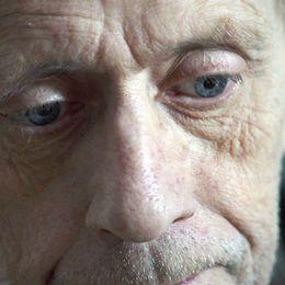 Thomas Eriksson fördes till sjukhus efter att ha ramlat i sin lägenhet. Han avled kort därefter enligt vad läkarna tror var en aggresiv cancer.