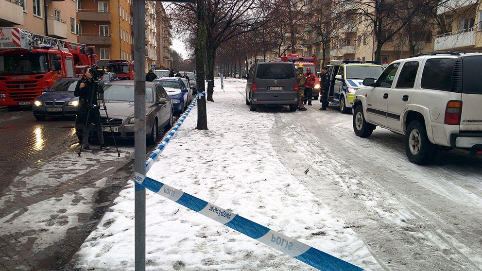 Avspärrningar på Erik Dahlbergsgatan.