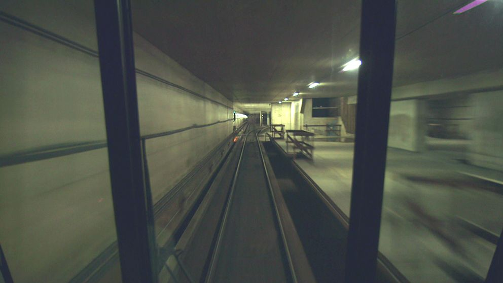 Inne i den halvfärdiga tunnelbaneperrongen i Kymlinge i Sundbyberg.