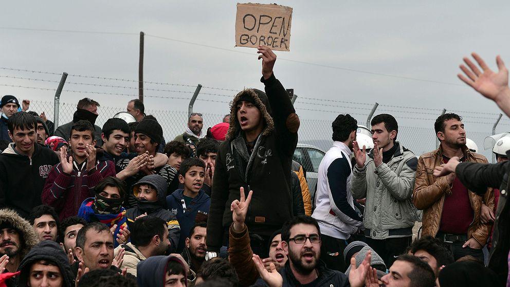 Migranter fast i gränsområde.