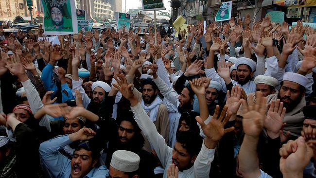 Fyra dodade demonstranter i pakistan